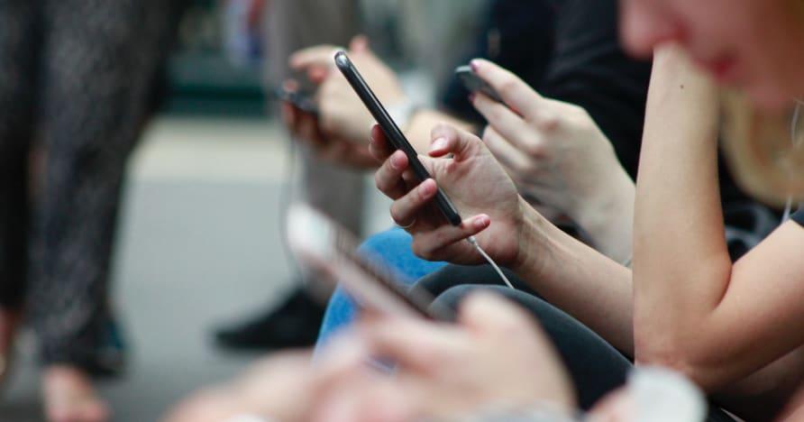 Måter å forbedre telefonens batterilevetid for spill